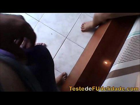Novinha tímida em seu primeiro porno