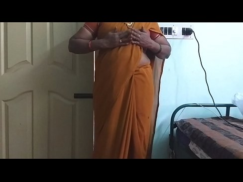 desi north indian horny cheating wife wearing saree vanitha showing big boobs and shaved pussy press hard boobs press nip rubbing pussy masturbation
