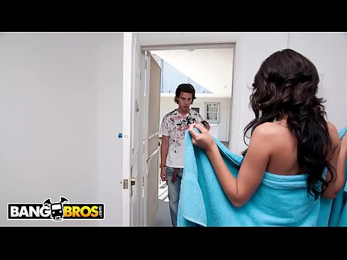 BANGBROS – Lexi Stone Goes They Extra Mile To Please Her Customer