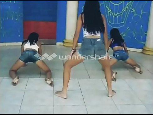 Novinhas dançando funk